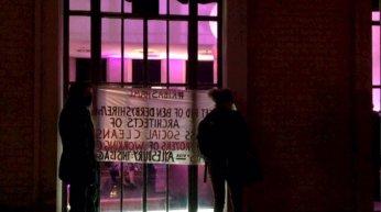 riba-ash-balcony-party-banner-hold
