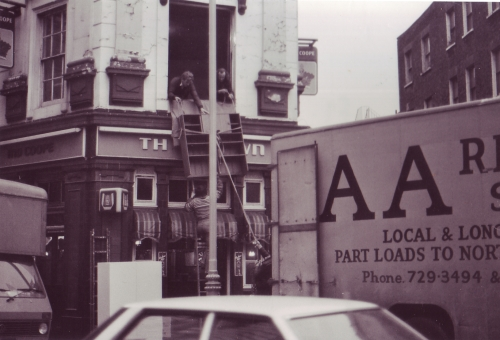 SOHO Pub Moving 1980